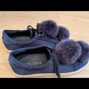 J/SLIDES Pom Pom sneaker